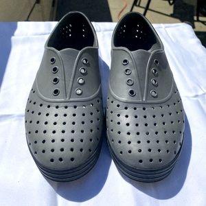 Native Jericho Shoes Gray + Black Flats Size 7